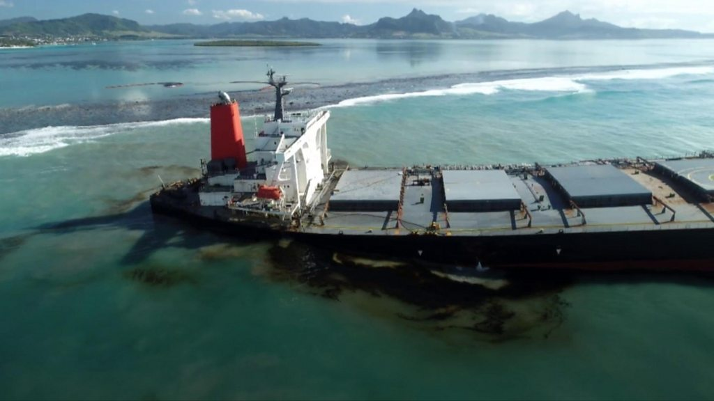 Heavy winds hamper Mauritius oil spill removal