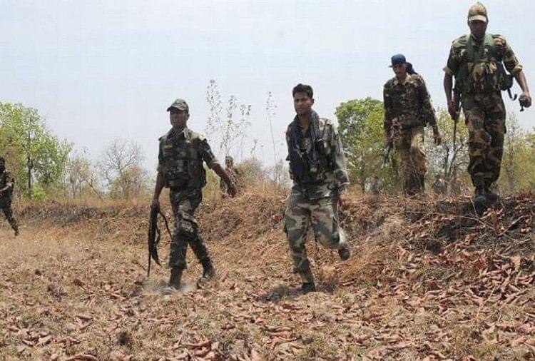 बिहार: कोबरा कमांडो के साथ मुठभेड़ में तीन नक्सली ढेर, कई हथियार बरामद
