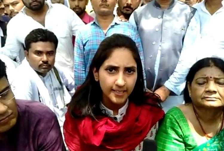 बस प्रकरण पर प्रियंका पर निशाना साधने वाली कांग्रेस विधायक अदिति सिंह पार्टी से निलंबित