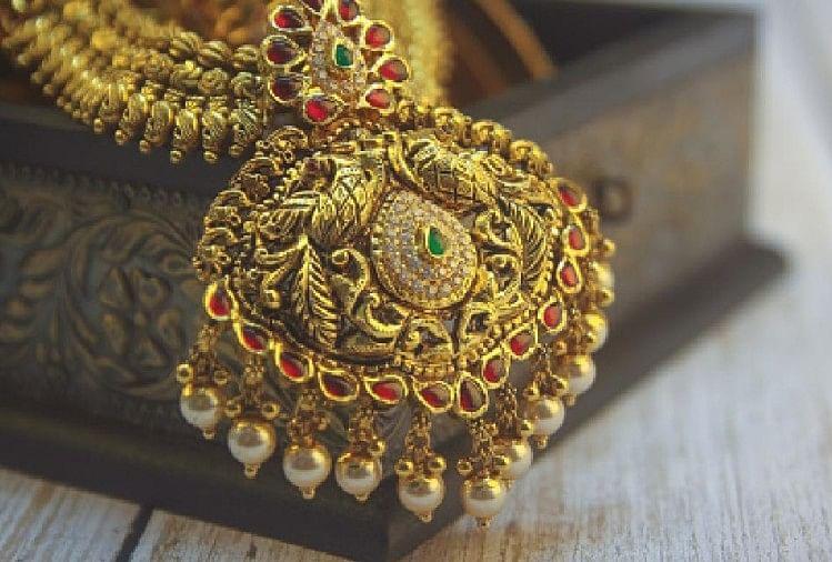 Gold Silver Price: लगातार चौथे दिन महंगा हुआ सोना, चांदी में भी आई तेजी