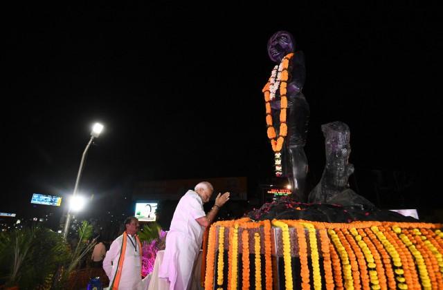 बिरसा मुंडा की जयंती पर PM मोदी ने दी श्रद्धांजलि, बोले- वे गरीबों के सच्चे मसीहा थे