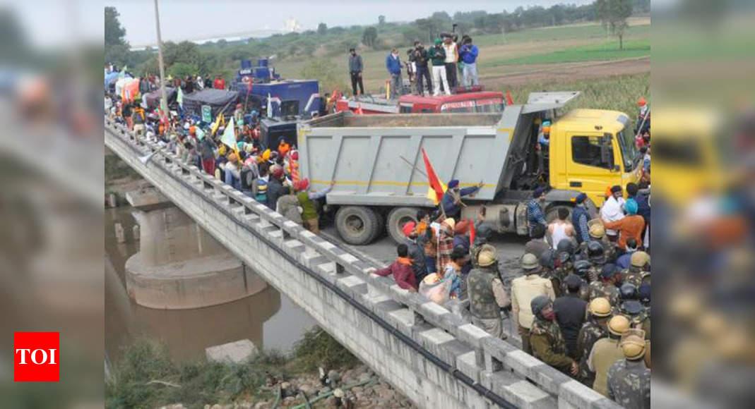 Haryana fails to stop Punjab farmers at state borders in Ambala and Kurukshetra | Chandigarh News - Times of India